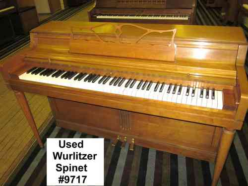 Used Piano Wurlitzer Spinet #9717