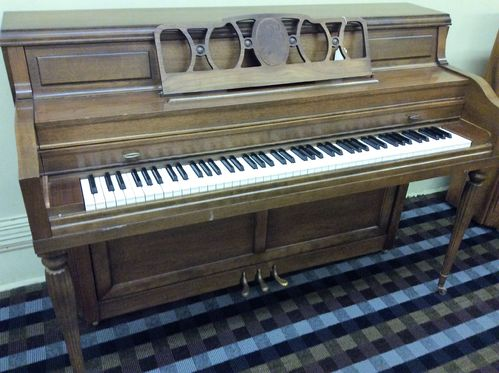 USED Everett 6023 piano